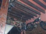 Интериорът на близкия метъл-бар