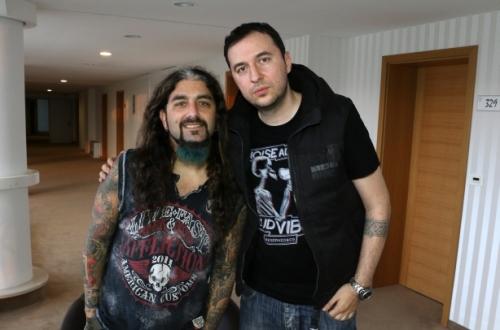 Водещият Васко и Mike Portnoy
