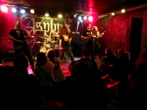 27.03.2016 Hyperborea подгряват за Asphyx в клуб Live&Loud