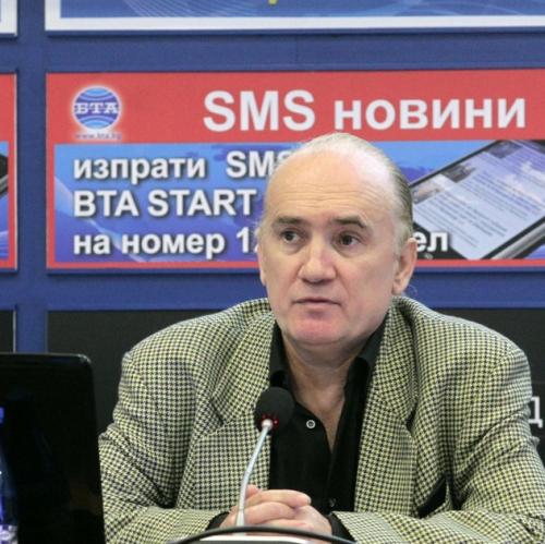 """Живко Ботев - председател на фондацията """"Мир за теб, мир за мен"""", на пресконференцията; Снимка: БТА"""