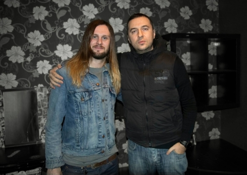 Водещият Васко Катинчаров и Lawrence Taylor - While She Sleeps