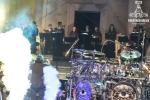 Диригент, хор и барабанист